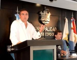 Banco de Inmuebles: Al exponer intención de anular ordenanza, opositores le piden explicaciones a Mestre