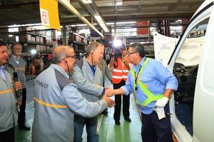 Convenio: Provincia otorgó exención impositiva y Renault puso en marcha la producción de 3 vehículos
