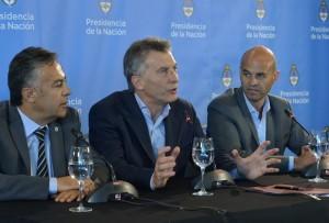 """Al cuestionar la media sanción de Ganancias, Macri afirmó que la """"irresponsabilidad no es el camino"""""""