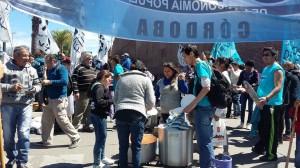 Emergencia Social: Con olla popular en Carlos Paz, le exigen a Macri que reglamente la ley