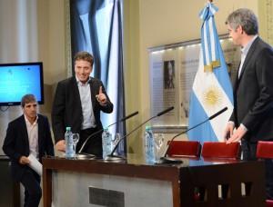El presidente Macri firmó los decretos de designación de los ministros Dujovne y Caputo