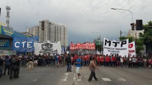 """Jornada de movilizaciones en rechazo al modelo de """"exclusión"""" y por la ley de Emergencia Social"""