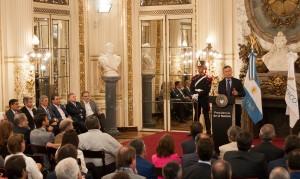 """Con el acuerdo de duplicar la producción de autos, Macri habló de hacer """"crecer la industria en forma sostenible"""""""