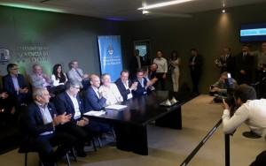 "Hub CBA: Schiaretti destacó la decisión de Macri de ""federalizar"" el tránsito aéreo"