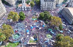 La Marcha Federal Docente copó la Plaza de Mayo con duras críticas al gobierno de Macri