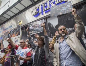 Gremios docentes cumplen jornada de paro convocada por la «represión» en Plaza del Congreso
