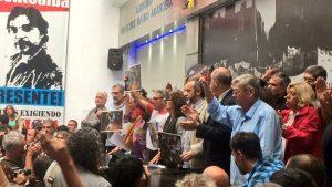 Tras la represión policial, CTERA decretó paro nacional docente para este martes y pidió la renuncia de Esteban Bullrich
