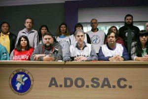 """Gremios docentes denunciaron una """"salvaje represión"""" y marchan en la tarde de este sábado"""