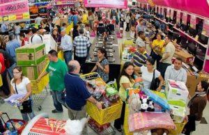Analistas observan una «leve recuperación» en el consumo masivo