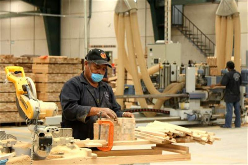 Contin a ca da del empleo privado hay 23 mil trabajadores menos que en 2016 agenda 4p - Fabricas de muebles ...