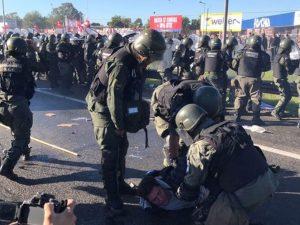 Gendarmería aplicó el protocolo antipiquetes de Bullrich y hubo represión