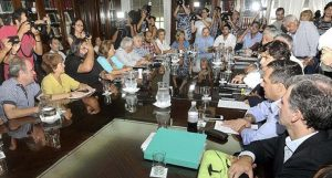 Expectativas de gremios bonaerenses por acuerdo salarial ante nuevo llamado de Vidal