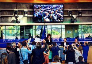 Reactivan la denuncia de Nisman: se ordenó revisar llamados y mails de Cristina Kirchner