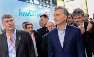 """Macri pidió a los productores seguir trabajando para """"exportar diez veces más"""""""