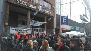 Transporte: En el quinto día de paro, intentan destrabar el conflicto con el compromiso de resolverlo en Trabajo de Nación