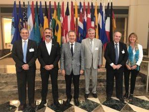 """Schiaretti calificó como """"muy positiva"""" la reunión con autoridades del BID  en Washington"""