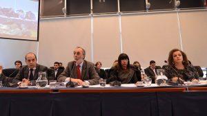 En medio de la discusión en comisión por la expulsión de De Vido,  Carrió y la Izquierda se cruzaron duro