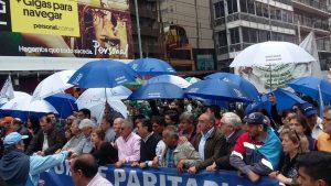 """Gremios cordobeses marchan en rechazo a la profundización del """"ajuste"""" de Macri"""