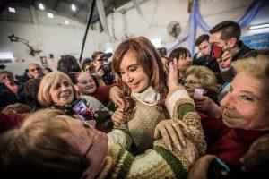 """CFK contra el Gobierno: """"Están dando manotazos a la caja de los jubilados"""""""