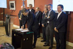 Macri rubricó un acuerdo para potenciar el sector de la biotecnología