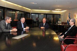 """Tras las críticas a los funcionarios """"Ceos"""" macristas, Schiaretti se reunió con los titulares de la UIA y la UIC"""