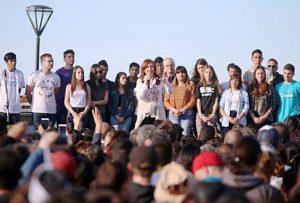 """""""Quieren criminalizar a los jóvenes"""", advirtió CFK, en medio de polémica por la reforma educativa"""