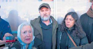 """Para la familia de Maldonado, """"los libros de Gendarmería están adulterados"""""""