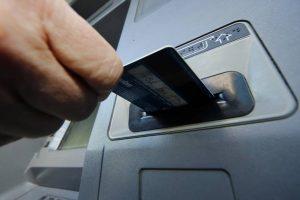 Por ley, quieren garantizar el acceso a cajeros automáticos