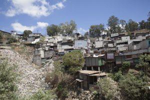 El 24% de los asentamientos no cuenta con acceso en forma regular a ningún servicio básico