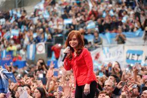 """CFK le reclamó a los gobiernos de Macri y Vidal que se pongan """"del lado de los más vulnerables"""""""