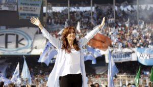"""Apuntando al voto peronista, CFK cargó contra Macri por su """"lealtad"""" a los grupos concentrados"""