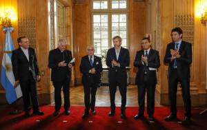 El Gobierno entrega nuevas credenciales para diplomáticos con estándares internacionales de seguridad