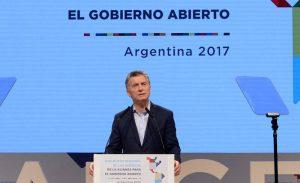 """Macri: """"Seguimos haciendo todo lo posible"""" para encontrar el submarino"""