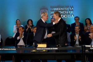 «Es evidente la necesidad de vincular la obra pública con el financiamiento», dijo Schiaretti al poner en funciones a Sosa