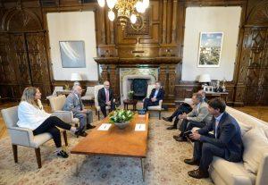 Macri con directivos de Lafarge Holcim que anunciaron la ampliación de su planta en Córdoba