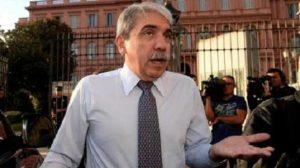 """Denuncia por """"insolvencia fraudulenta"""" complica situación de Aníbal Fernández"""