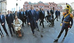 Promediando su mandato, Macri sólo cumplió dos de 20 promesas que hizo en 2015