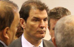 Bee Sellares: «los intendentes administran mejor que el gobernador Schiaretti»