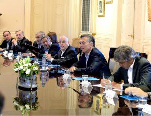 Sindicatos, PJ y economía: los desafíos que le esperan a Macri tras la gira por Europa