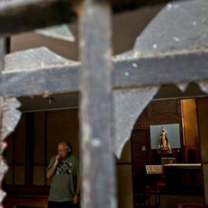 """Atacan iglesias y dejan una amenaza para Francisco: """"las próximas bombas serán en tu sotana"""""""