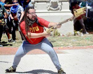 Reforma previsional: Solicitarán captura internacional para el manifestante prófugo que disparó un arma casera