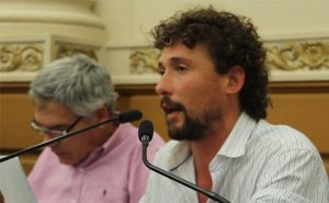 """El Frente de Izquierda cruzó a funcionarios macristas por la """"mano dura"""" de los policías"""