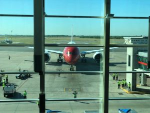 Comenzó a operar el primer vuelo de Norwegian que une Londres con Buenos Aires