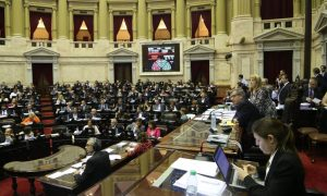Cambiemos defiende el mega decreto en el Congreso y busca consenso con la oposición