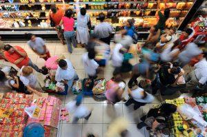 Expertos prevén mayor inflación y menor crecimiento para 2018