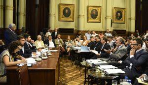 El megadecreto de Macri obtuvo dictamen con los votos del oficialismo, en medio de las críticas de opositores