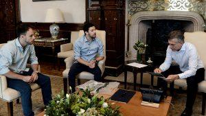 Macri recibió a emprendedores que crearon un dispositivo que provee agua potable y energía