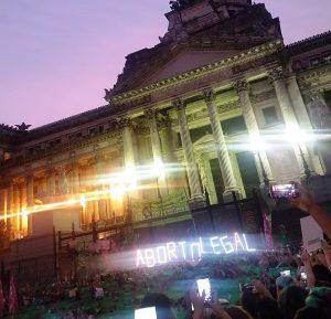 Pañuelazo en CBA en respaldo a la presentación de la legalización del aborto