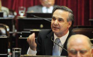 """Para Pichetto, detrás de este debate está la mano de Jaime Durán Barba para tapar los problemas"""", afirmó"""