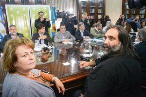 Gremios docentes ratificaron el paro del miércoles y el Gobierno de Vidal afirmó que descontará los días